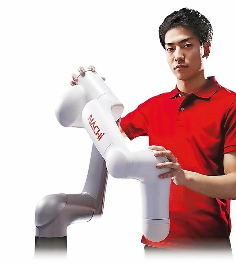 Kompakt, kollaborativ und von Hand zu teachen: Die CZ Cobots von Nachi mit 10 kg Traglast.