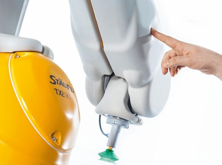 Unter der Schutzhaut steckt ein performanter TX2-Roboter: Die TX2-Touch-Reihe von Stäubli trägt 9 kg.