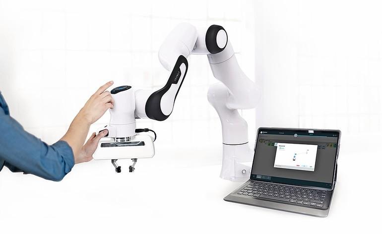 Ist leicht zu bedienen und sensitiv: Der Panda von Franka Emika und Voith Robotics. Seine maximale Traglast beträgt 3 kg.