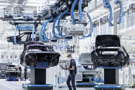 Flexibel,_digital,_effizient_und_nachhaltig:_Die_Factory_56_am_Standort_Sindelfingen_verkörpert_die_Zukunft_der_Produktion_bei_Mercedes-Benz_und_setzt_neue_Maßstäbe_für_den_Automobilbau.___Zunächst_rollt_in_der_Factory_56_die_neue_Generation_der_Mercedes-