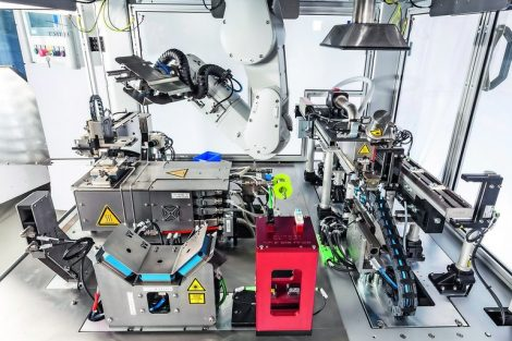 Überkopf-Roboter lötet