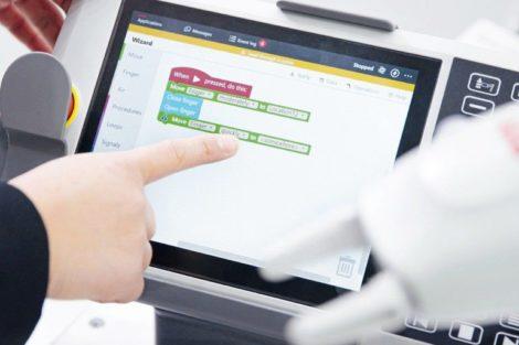 ABB_Fabrik_der_Zukunft__ABB_Robotics_EasyProgramming_Wizard.jpg