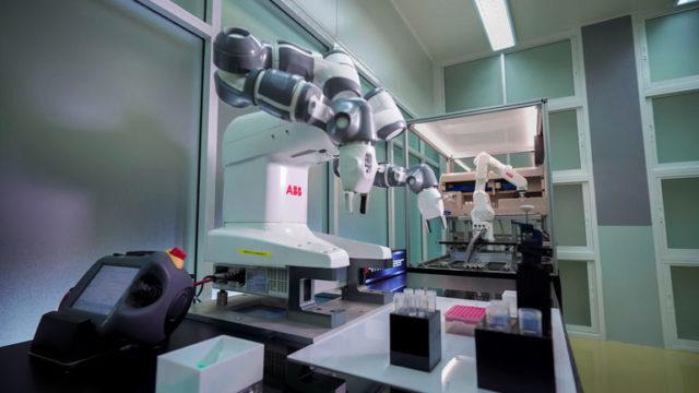 ABB_Robotics_Covid_Impfstoff_(1).jpg