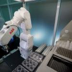 ABB_Robotics_Covid_Impfstoff_(4).jpg