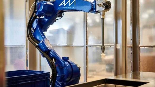 AM-Roboter_Kommissionieren.jpg