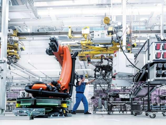 Arbeiter führt Roboter