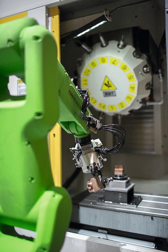 FANUC_-_Robot_and_ROBOMACHINE_automation_1.jpg