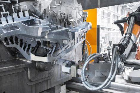 KUKA Roboter in einer Gießerei