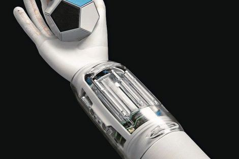 Bionic_SoftHand,_SoftArm,_SoftHand_und_diverese_Greifer,_von_Festo_am_Set:_Philipp_Freudigmann