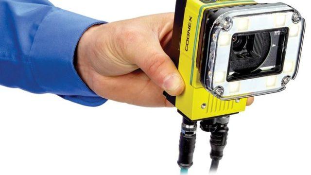 In-Sight-D900-integrated-light-in-hand-right.jpg