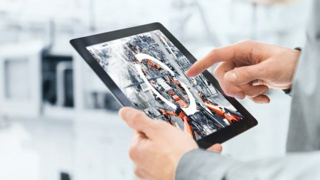 Industrie_4.0_Smart_Factory_(2)_KUKA_Group.jpg
