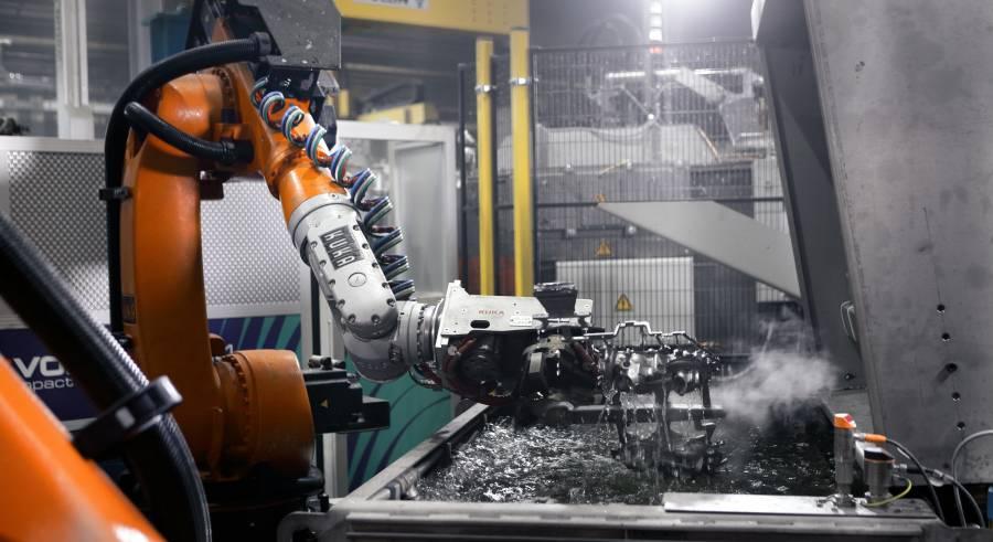 KUKA Roboter bei Druckguss Westfalen