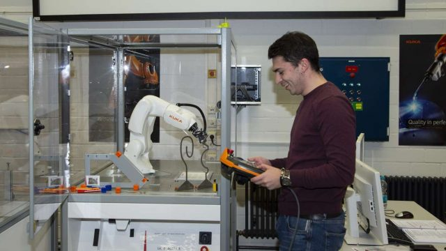 KUKA Roboter Student Hochschule Karlsruhe