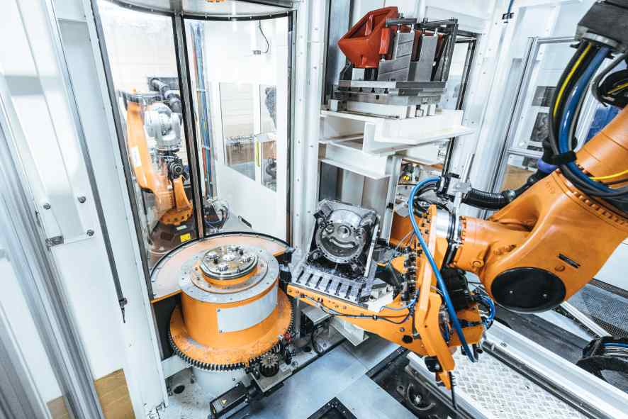 automatisierter Materialtransport KUKA Roboter