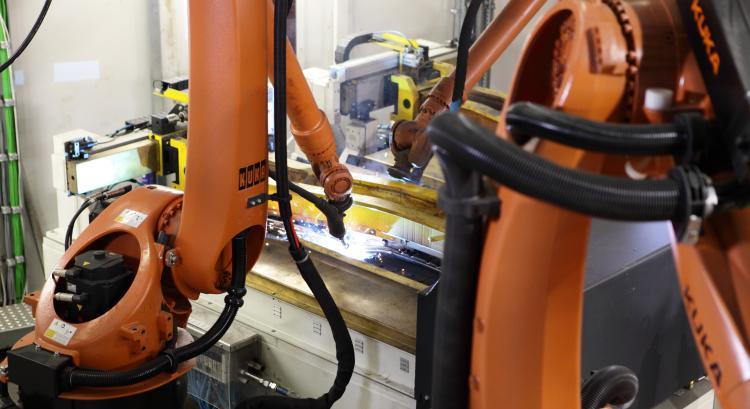 KUKA Roboter bei MAGNA
