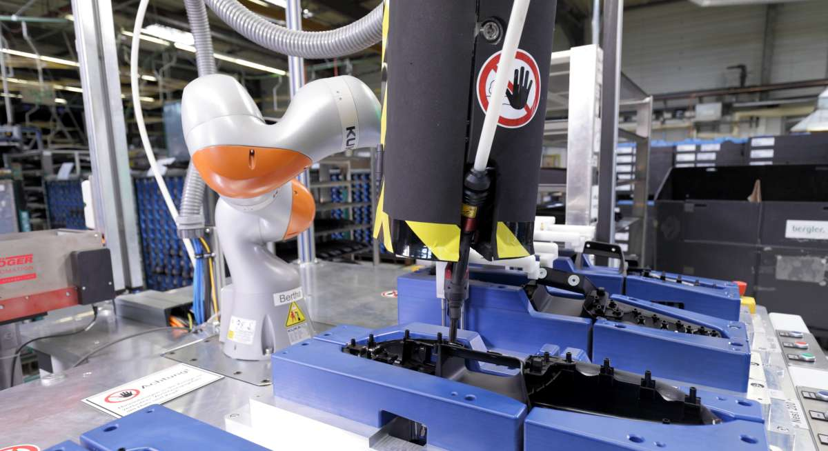 KUKA Roboter bei Yanfeng