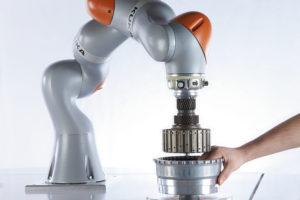 KUKA_Human-Robot-Collaboration_03.jpg