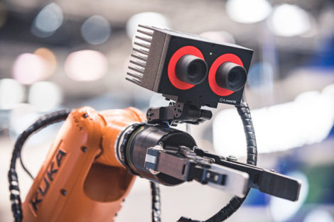 KUKA_Roboter_mit_Kamera_(2)_Roboception_GmbH.jpg