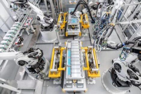 Kuka_Batterieproduktion_Webasto.jpg