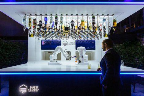Kuka_Roboter_Barkeeper.jpg