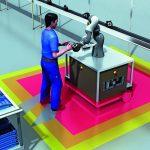 Kollaboration: Bei der Kollaboration teilen sich Mensch und Roboter zum gleichen Zeitpunkt denselben Arbeitsraum.