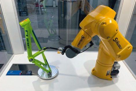 STOeBER_Staeubli_Roboter_Achse.jpg