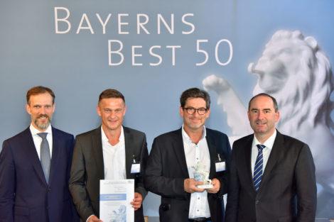 (v. l.) Wirtschaftsprüfer Christian Eschner, die Toolcraft-Geschäftsführer Karlheinz Nüßlein und Bernd Krebs sowie Staatsminister Hubert Aiwanger