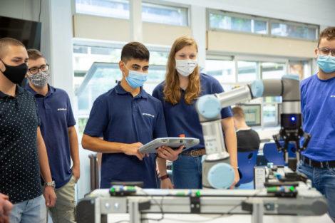 Universal_Robots_Cobot_Berufsschule.jpg