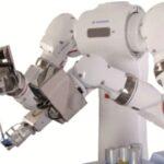 Yaskawa_Labor_Roboter.jpg