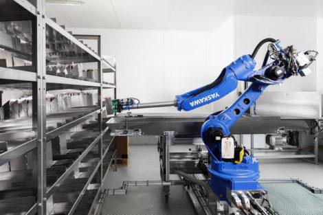 Yaskawa_Roboter_Wurst_Automat_(3).jpg