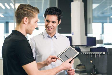 Die_neuen_digitalen_Lösungen_von_ZEISS_stellen_Kundeninformationen_einfach,_übersichtlich_und_schnell_zur_Verfügung._