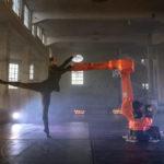 Gabriela_Zorzete_Finardi-Staatstheater_Augsburg-Roboter-KR_Iontec_von_Kuka