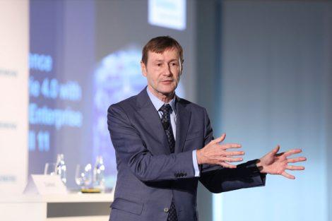 Klaus Helmrich, Mitglied des Siemens-Vorstands und CEO von Digital Industries, auf der SPS 2019 in Nürnberg