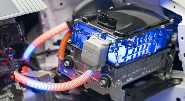 Electric_car_lithium_battery_pack_and_power_connections